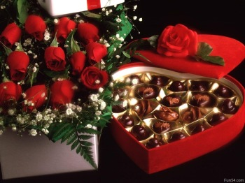 lovely-red-roses-and-chocolate-heart