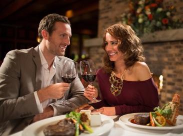 PechangaGreatOak-couple-dining_sm